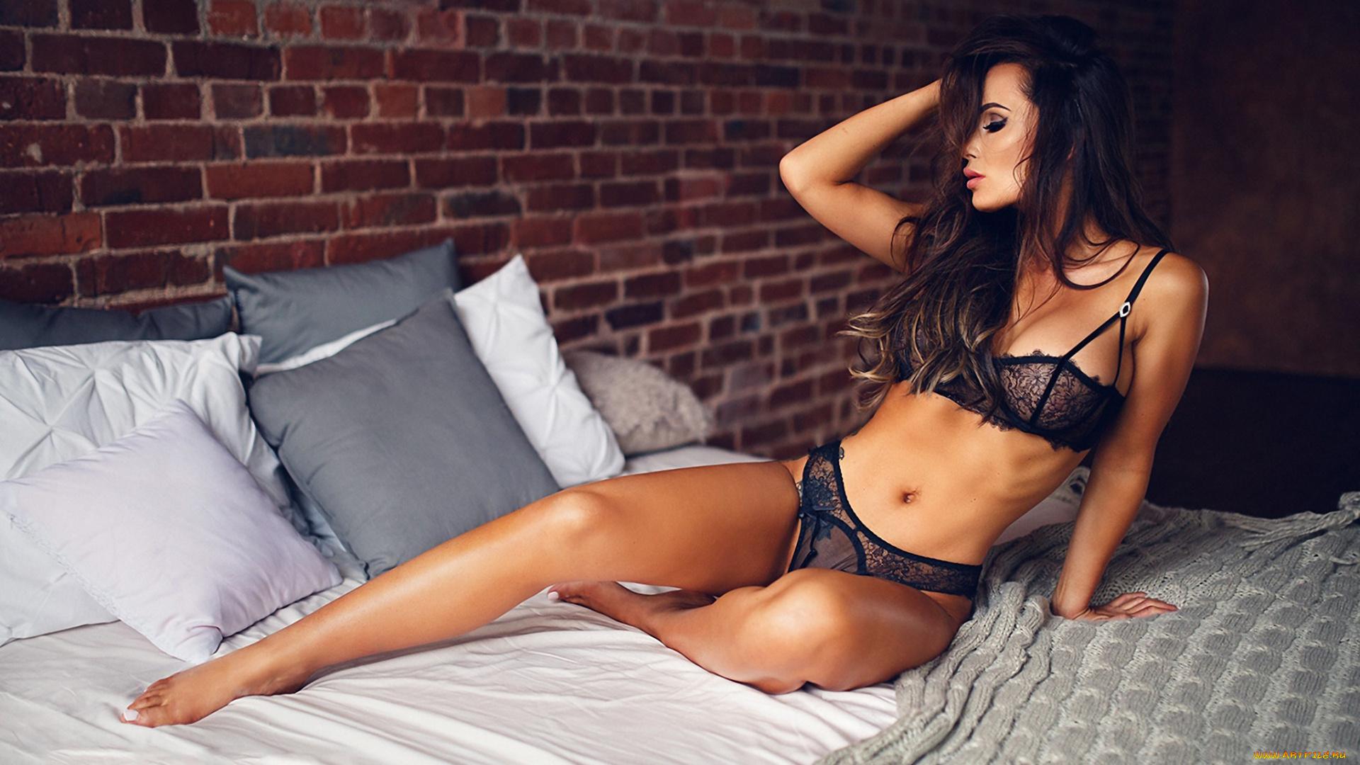 Порно с брюнетками в хорошем качестве от студии приват красавица любит