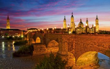 обоя города, - мосты, базилика-де-нуэстра-сеньора-дель-пилар, испания, каменный, мост, львиный, река, эбро, огни, ночь, сарагоса, небо