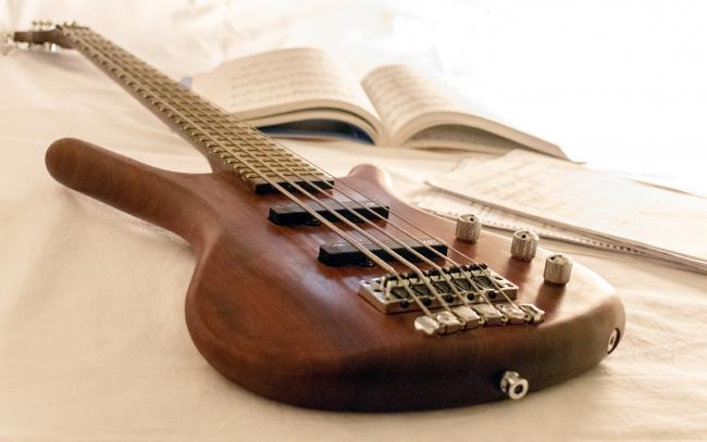 Обои картинки фото музыка, -музыкальные инструменты, ноты, гитара
