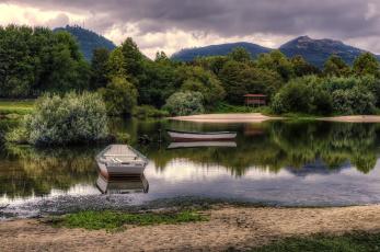Картинка корабли лодки +шлюпки горы деревья озеро пляж