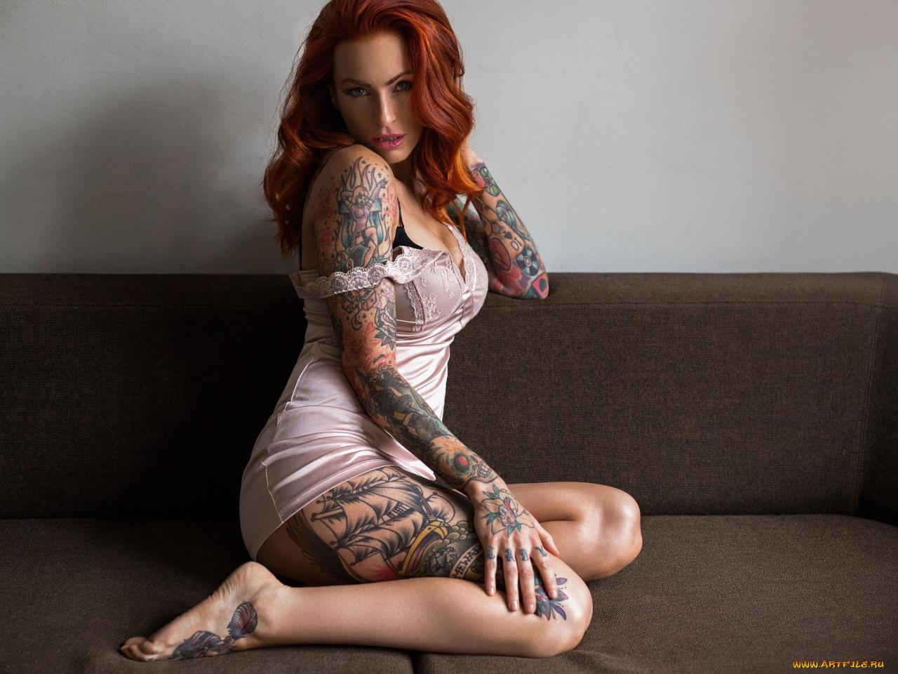 Рыжая девушка с наколкой на спине фото, Голая рыжая девушка с татуировками Похожие фото 13 фотография