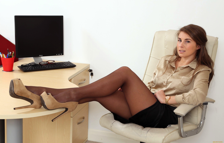 ножки в чулках в офисе ютуб нас