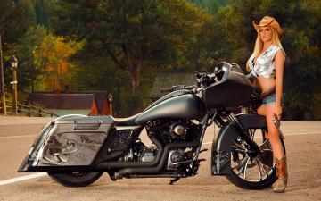 Картинка мотоциклы мото девушкой шляпа револьвер сапоги