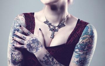 Картинка разное руки декольте девушка топ майка крест татуировки