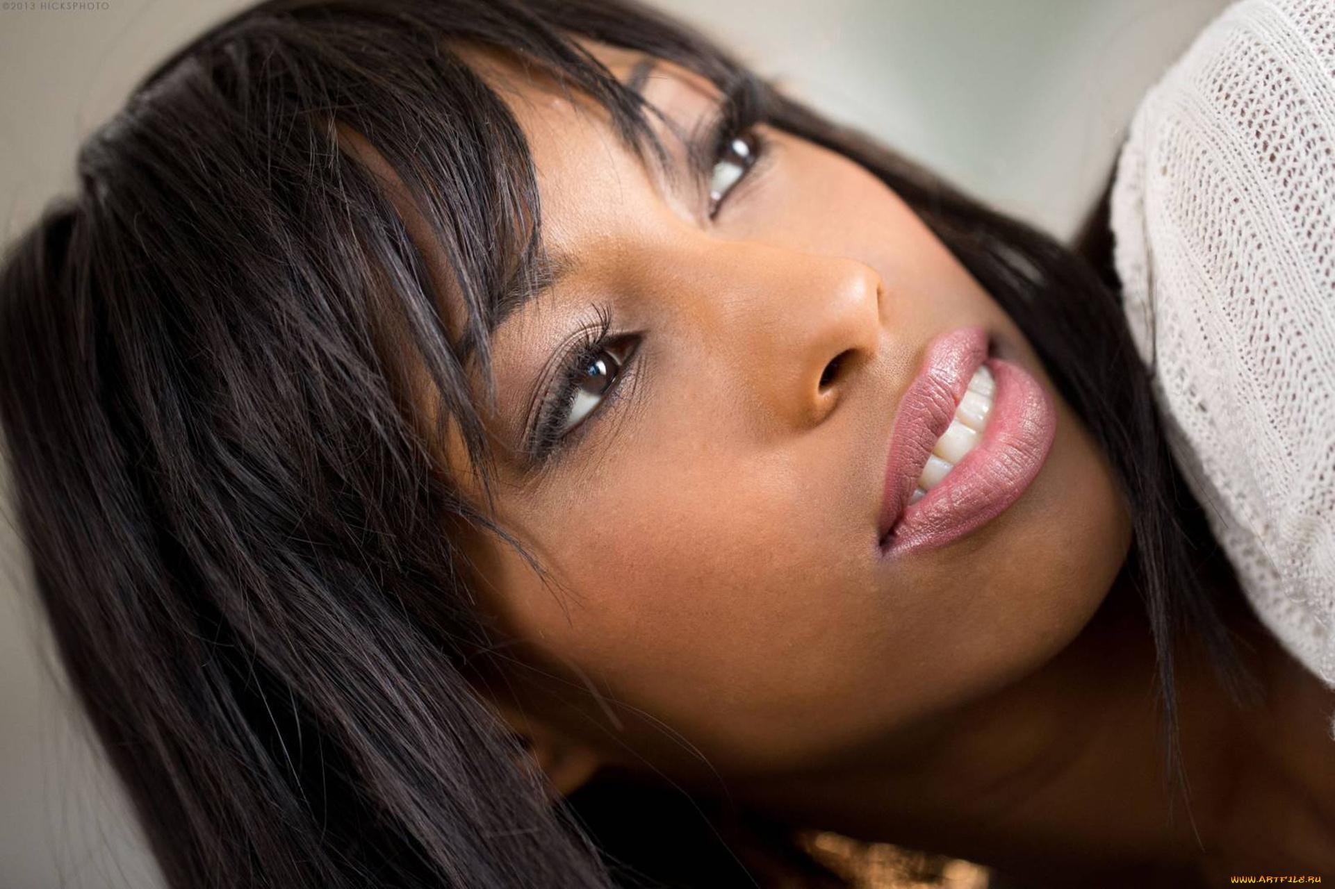 Ebony hottie Adriana Malao drains her man's dick in a hardcore bang  1366243