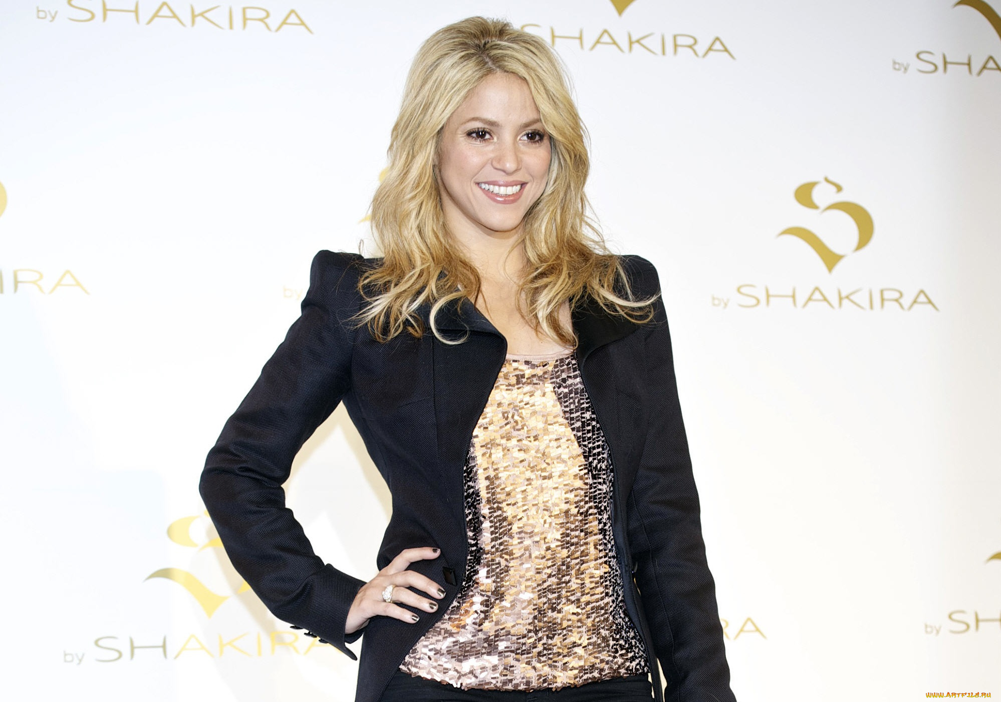 """shakira on philantrophy Shakira announces plans to build seventh school in colombia mar 30, 2017 multi-platinum global artist and advocate shakira, jordi cardoner – vice president of fc barcelona and its foundation, and xavier bertolin, educational director of the """"la caixa"""" banking foundation announced today a project to build the foundation pies descalzos."""