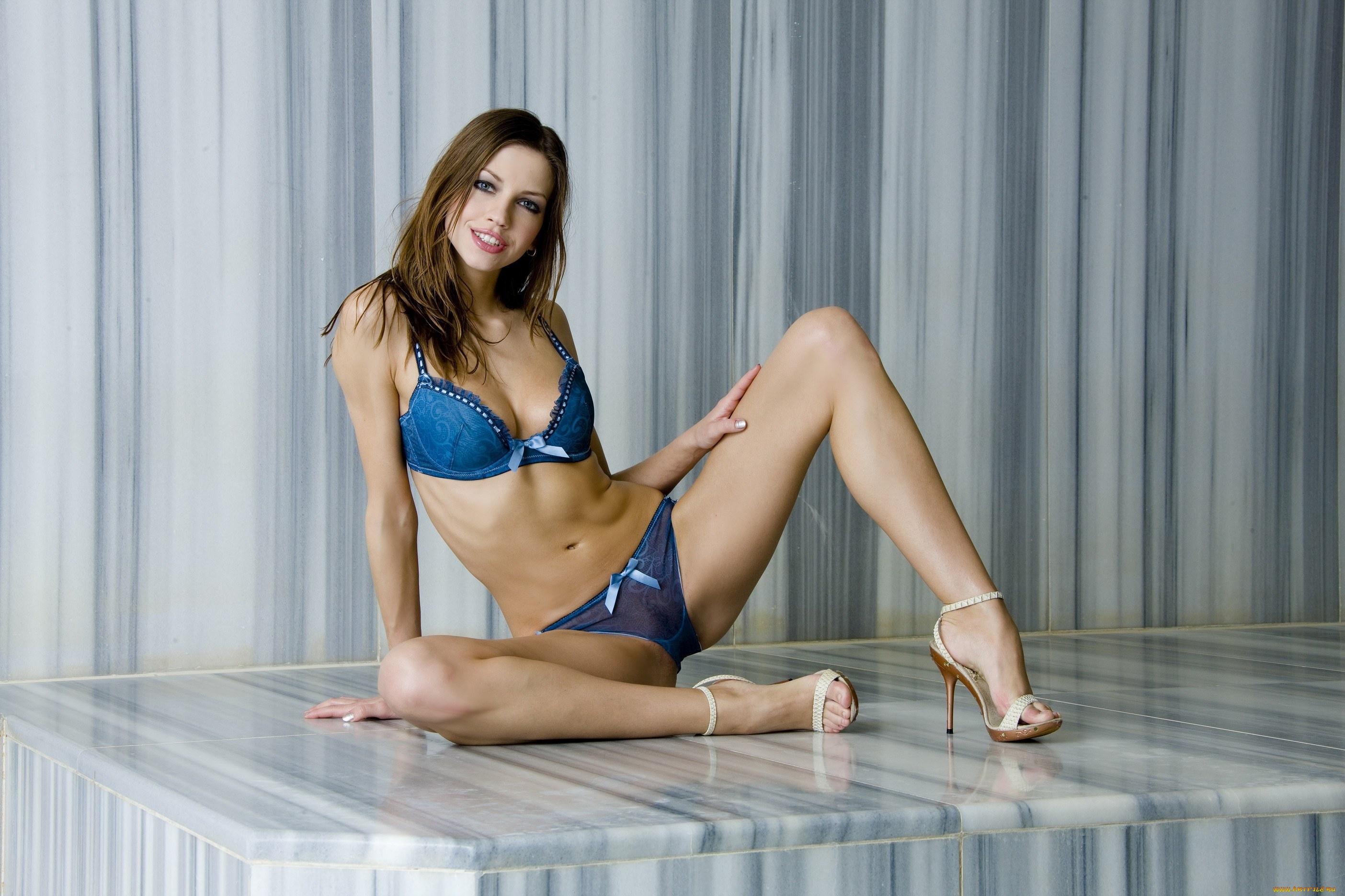 Девушка модель работы тьютора работа в клубе девушки москва