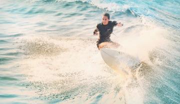 обоя спорт, серфинг, фон, взгляд, девушка, брызги