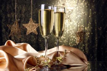 Картинка праздничные угощения бокалы шампанское звезды бантики ткань бусы