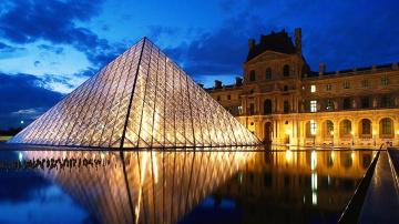 обоя города, париж , франция, вода, музей, пирамида, свет, лувр