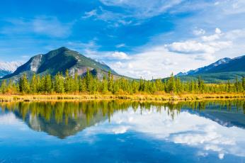 Картинка природа реки озера озеро banff national park minnewanka lake горы осень небо деревья альберта канада