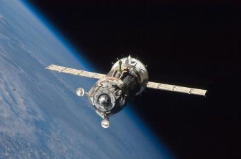 Картинка космос космические корабли станции мкс