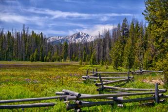 Картинка природа луга изгородь луг горы