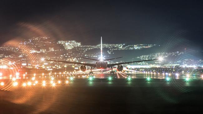 Обои картинки фото авиация, авиационный пейзаж, креатив, самолет, ночь, огни